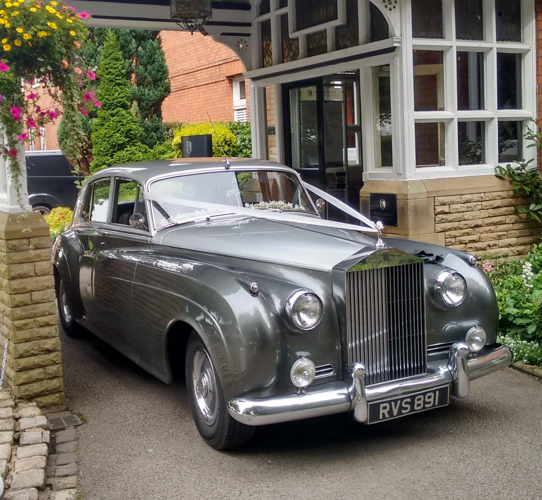 Rolls royce wedding car in wigan elegance wedding cars for Rolls royce motor cars